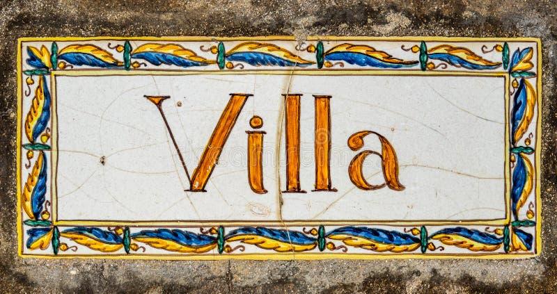 华丽被绘的别墅标志 库存图片