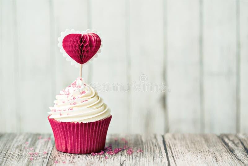 华伦泰杯形蛋糕 免版税图库摄影