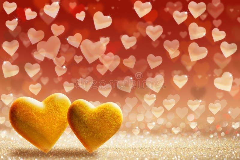 华伦泰` s天背景,在闪烁的背景的金黄心脏 免版税库存图片