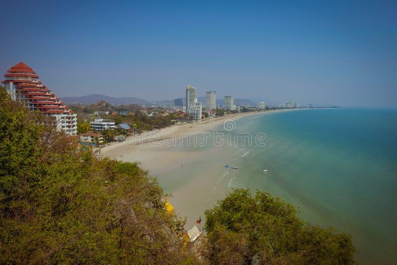 华欣海滩山观点  免版税库存图片