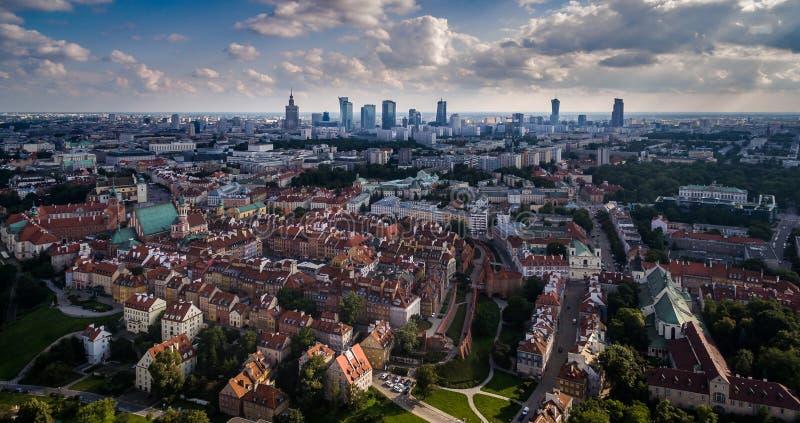 波兰华沙_全景华沙,老从上面镇和街市,从寄生虫的照片,华沙7月2017年,波兰