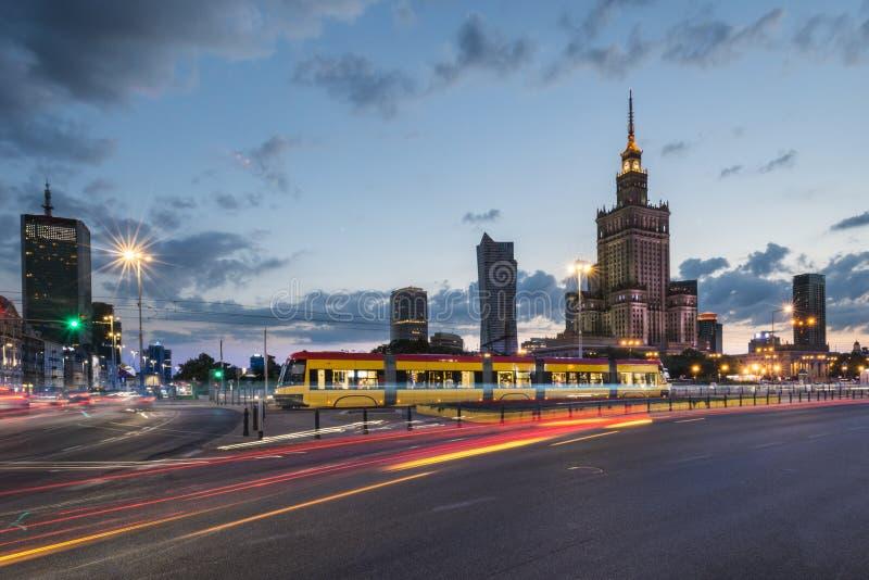 华沙在夜-城市的中心之前 免版税图库摄影