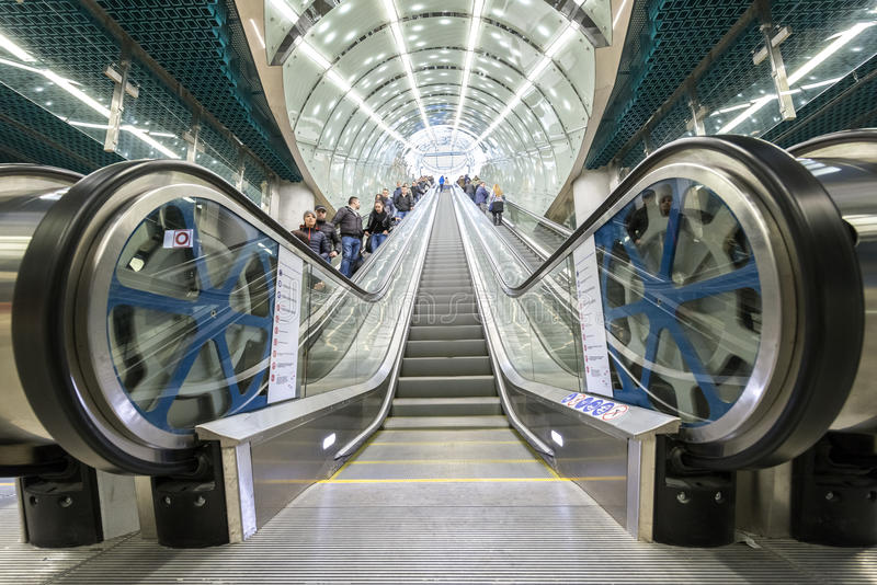 Download 华沙地铁系统第二条线 编辑类库存图片. 图片 包括有 波兰, 全球, 生活, 快速, 乘客, 包括, 长期 - 51162639