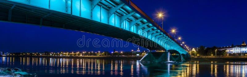 华沙市全景在晚上 免版税库存照片