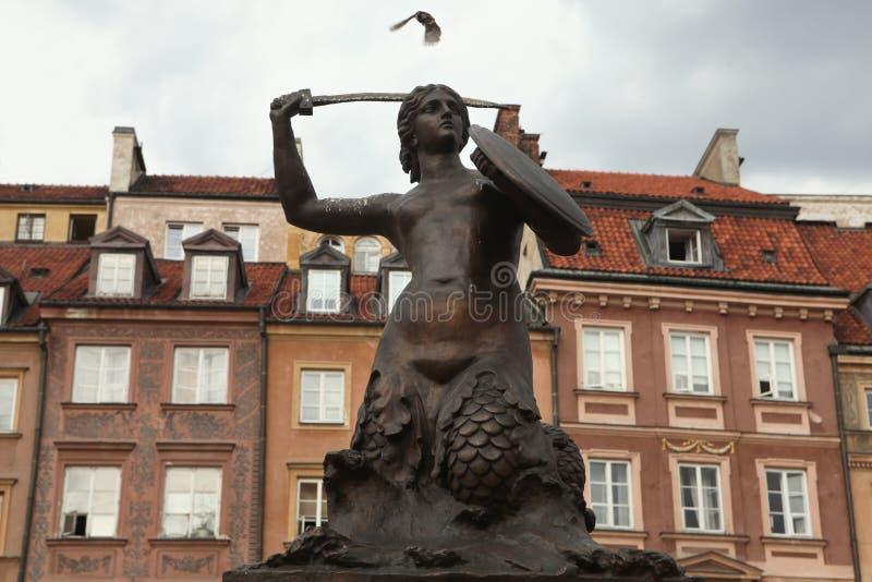 华沙美人鱼的雕象老镇中心的在华沙 库存照片