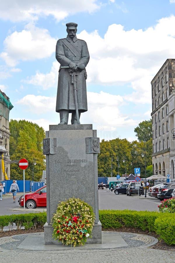 华沙,波兰 一座纪念碑的看法对法警Pilsudsky广场的约瑟夫Pilsudsky的 库存照片