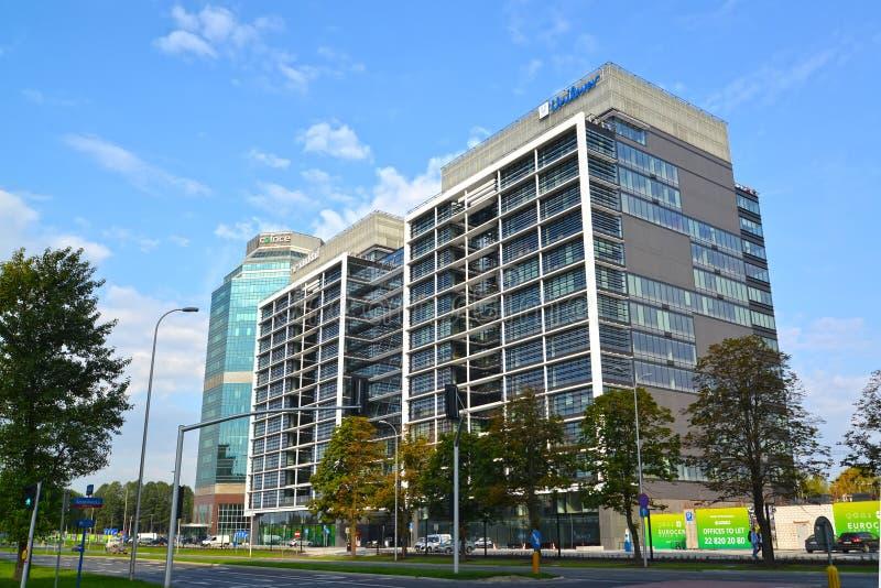 华沙,波兰 办公室在街道上的Evrotsentrum复合体现代高层建筑物耶路撒冷大道 图库摄影