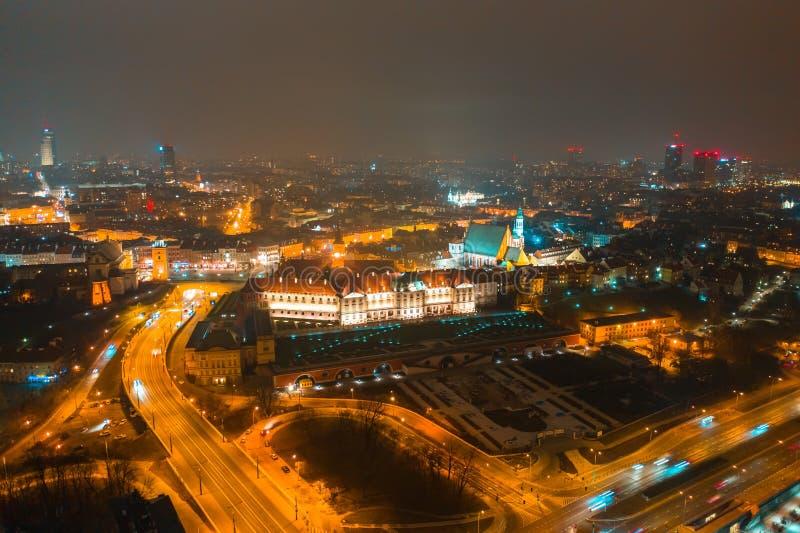 华沙,波兰 华沙夜都市风景 鸟瞰图 华沙的历史的中心有照明的 库存照片