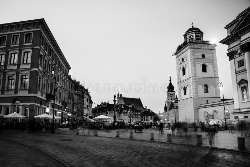 华沙,波兰 在市中心宫殿正方形的夜 免版税库存照片