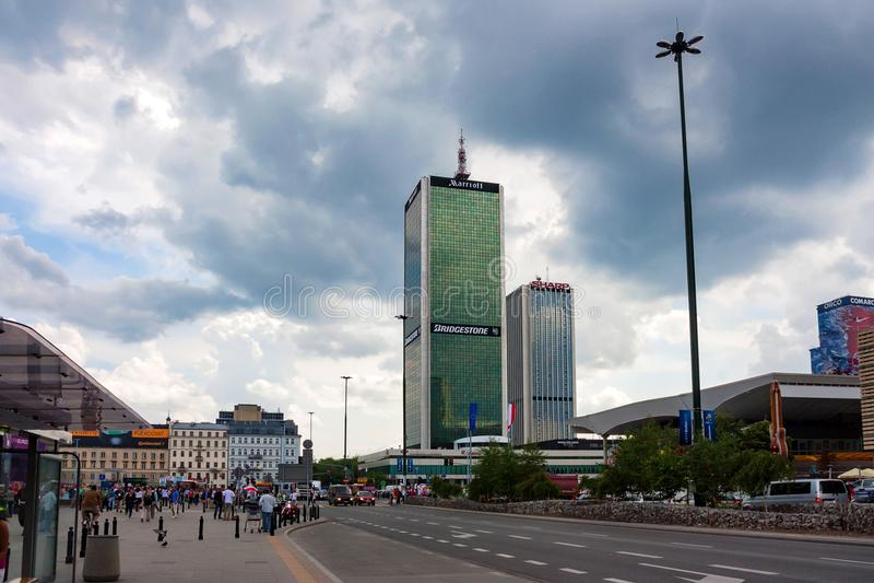 华沙,波兰- 2012年6月:中心林和牛津塔 库存照片