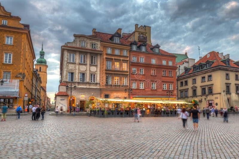 华沙,波兰- 2018年9月5日:老镇的建筑学在日落的,波兰华沙市 华沙资本和 免版税库存图片