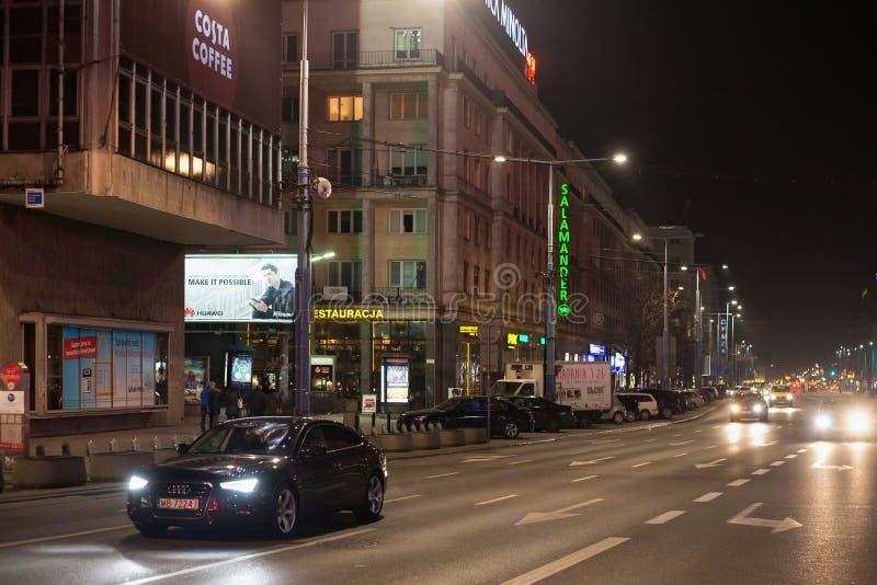 华沙,波兰- 2016年1月02日:耶路撒冷大道的夜视图 库存图片