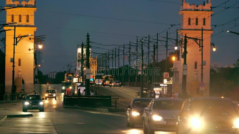 华沙,波兰- 2018年6月9日 多数Poniatowskiego或Poniatowski桥梁在晚上 免版税库存图片