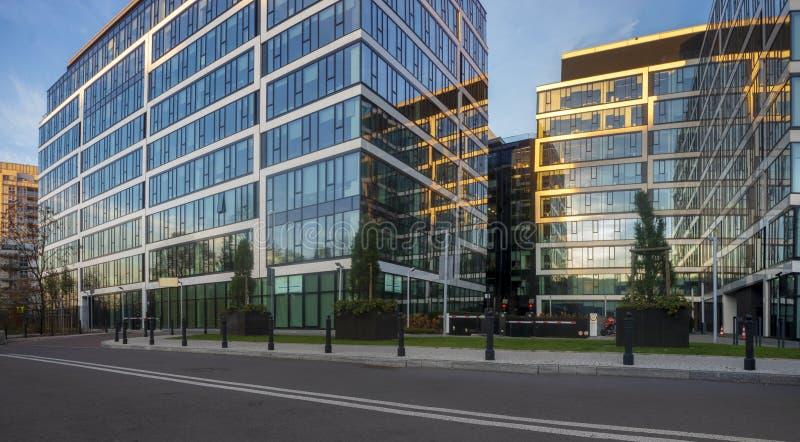 华沙,波兰11月2018年:现代办公楼复合体  库存照片