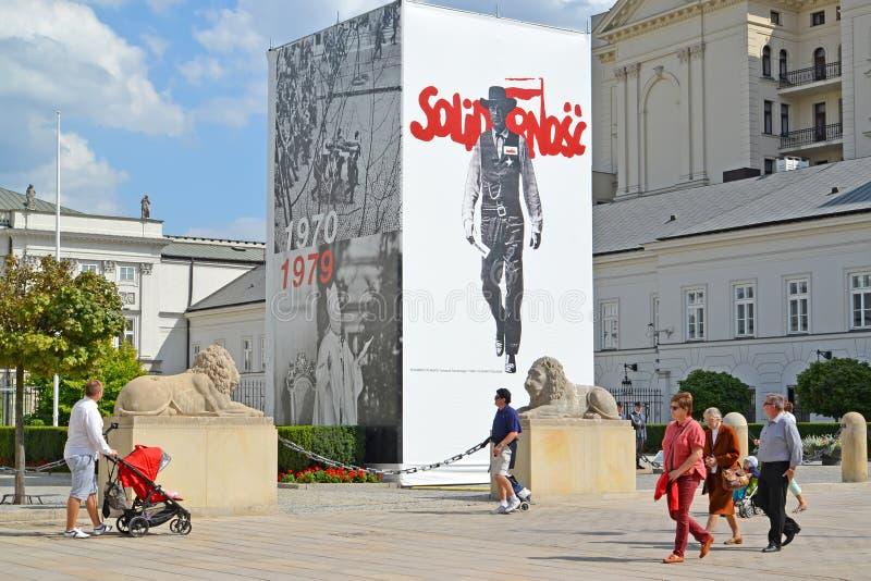 华沙,波兰 横幅致力了于在诺维Swyat的独立工会` Solidarnost ` 库存照片