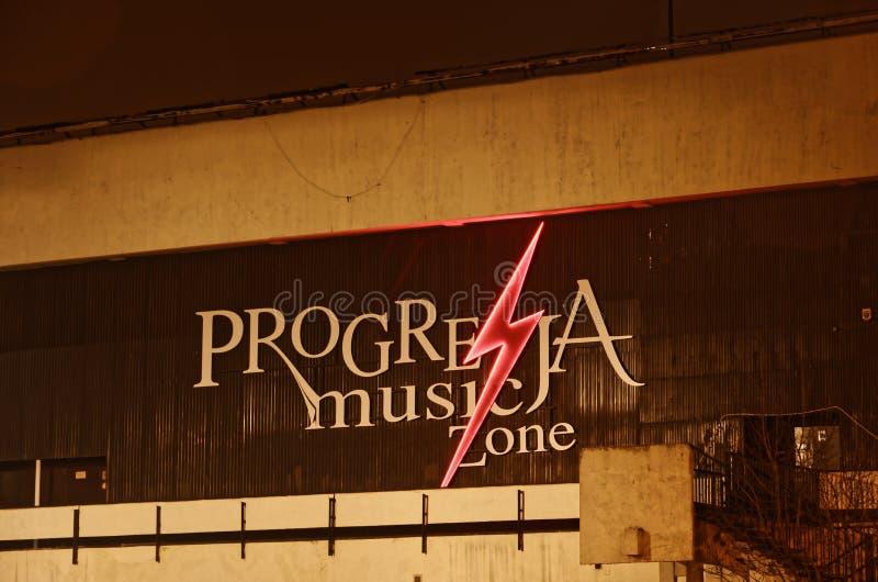 华沙, PL - 2015年12月03日:Progresja音乐俱乐部区域的华沙标志, 12月, 03 2015年 免版税库存图片