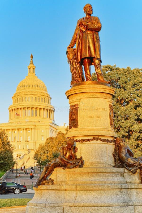华盛顿、美国、美国国会大厦和詹姆斯A 加菲尔德星期一 免版税库存照片