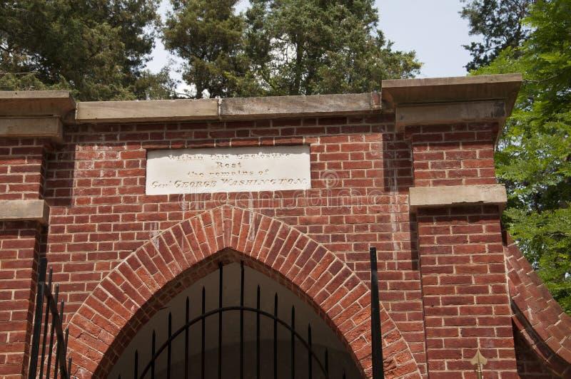华盛顿在芒特弗农的` s坟茔他的波托马克河的银行的家在美国 免版税库存照片