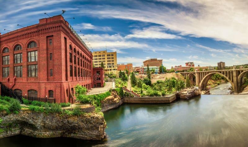 华盛顿水力大厦和门罗街桥梁在斯波肯 免版税图库摄影