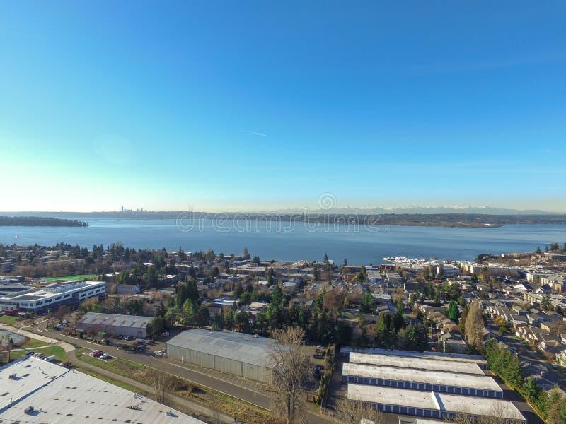 华盛顿湖鸟瞰图  柯克兰住宅区  库存图片