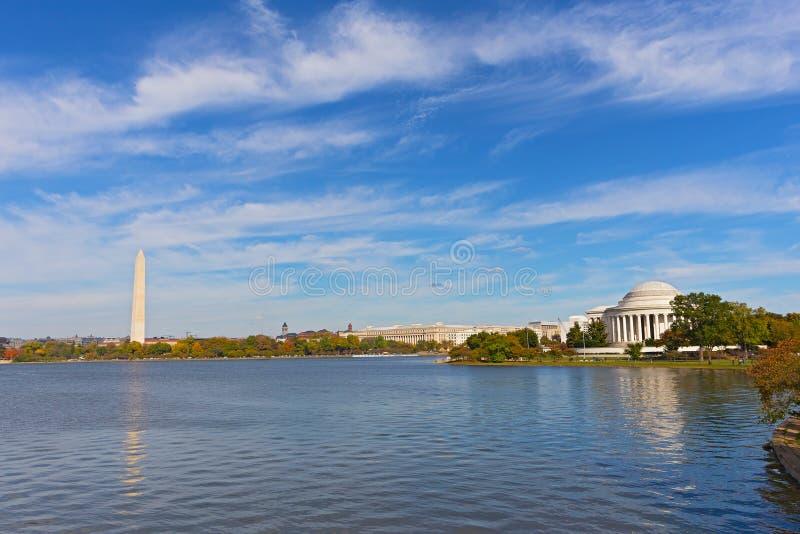 华盛顿特区全景在与托马斯・杰斐逊纪念品和华盛顿纪念碑的秋天 库存照片