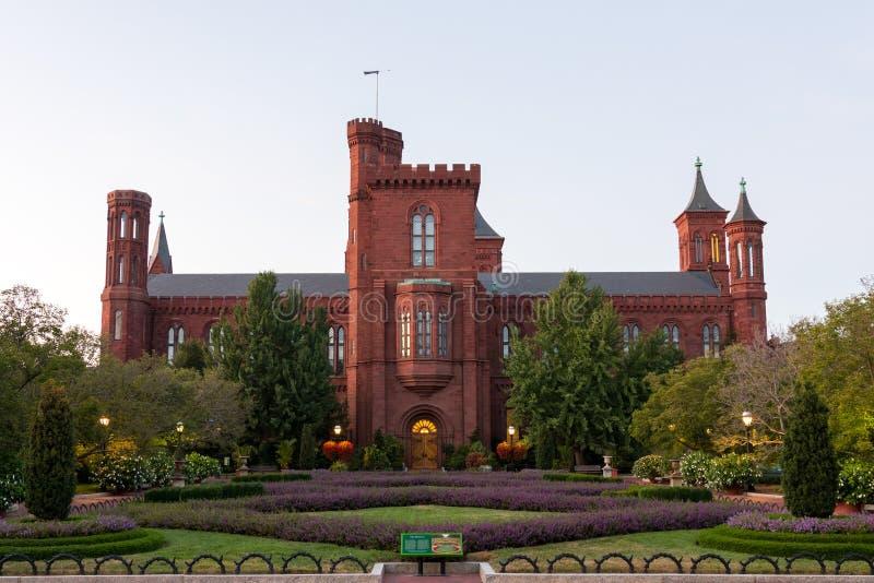 华盛顿特区的史密松宁城堡南草坪 免版税库存图片