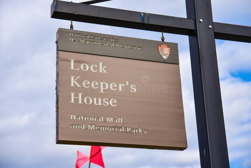 华盛顿特区,美国 观看水闸看管员全国购物中心的` s议院的标志 免版税库存图片