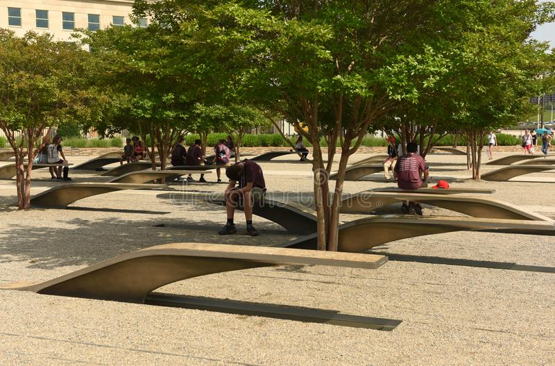 华盛顿特区, - 2018年6月01日:五角大楼纪念品的人们 免版税库存照片