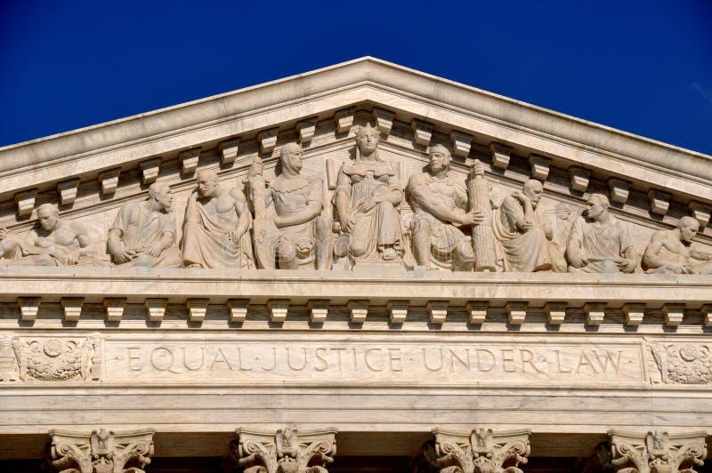 华盛顿特区, :美国最高法院的山墙饰 免版税库存照片