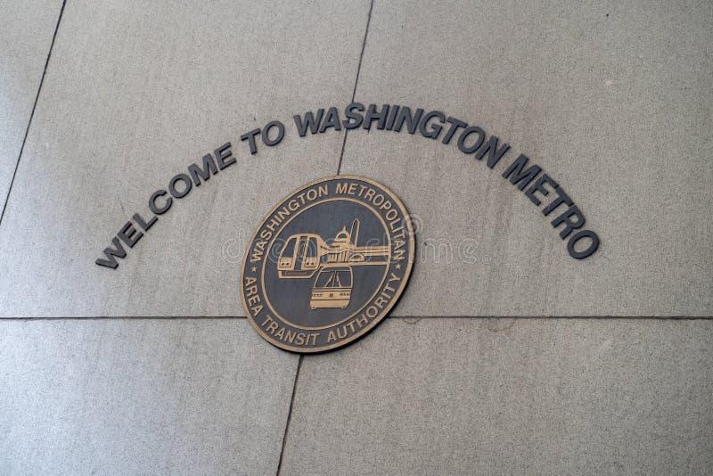 华盛顿特区- 2019年5月9日:标志欢迎顾客到华盛顿特区地铁WMATA火车站 免版税库存照片