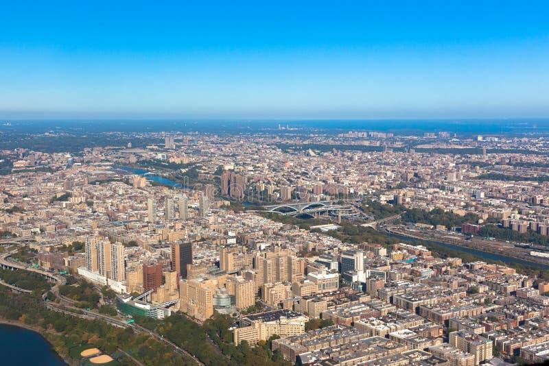 华盛顿Heights在纽约在美国 曼哈顿上城 空中直升机视图 库存照片