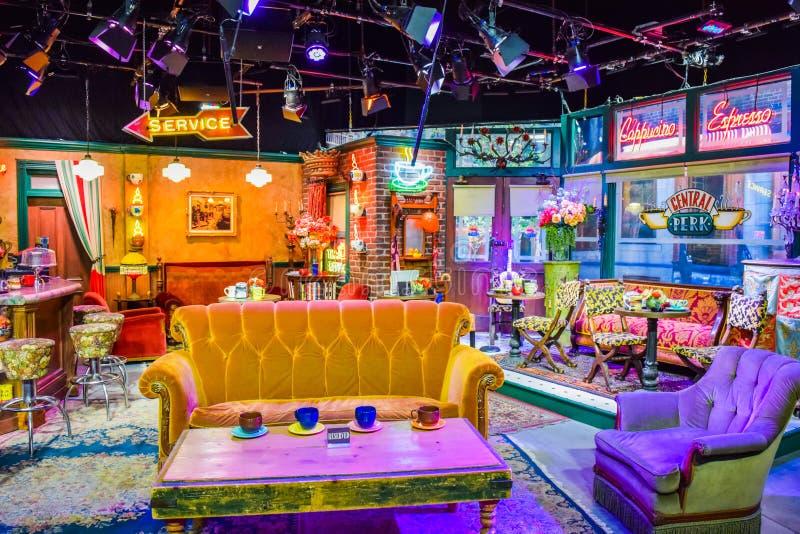 华纳兄弟照片在看法里面的 演播室游览好莱坞, VIP游览 设置lego城市电影,超人衣服,装饰,演播室Frien 免版税库存照片