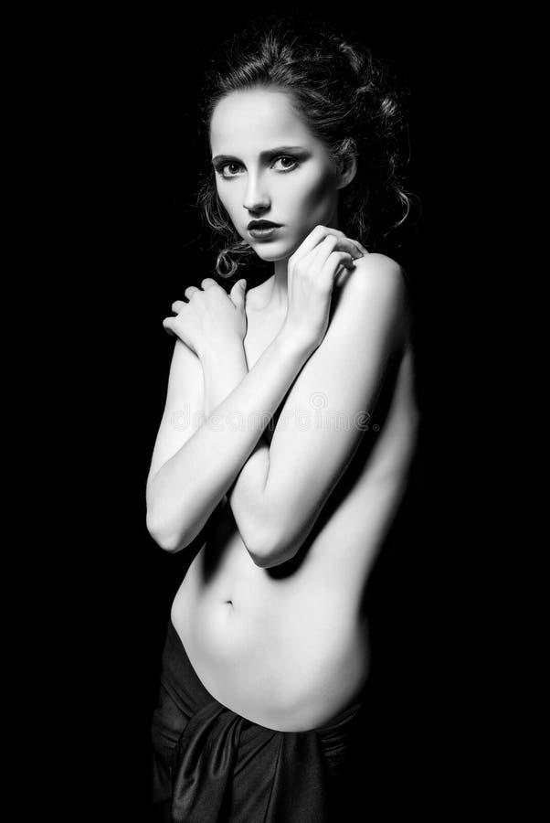 华美的哀伤的女孩剧烈的演播室画象  黑色白色 库存图片