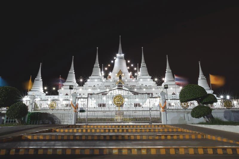 华美的塔泰国名为Phra Thutangkha Chedi在Asokaram Tem 免版税图库摄影