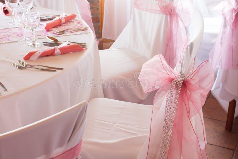 华美的婚礼椅子 免版税图库摄影