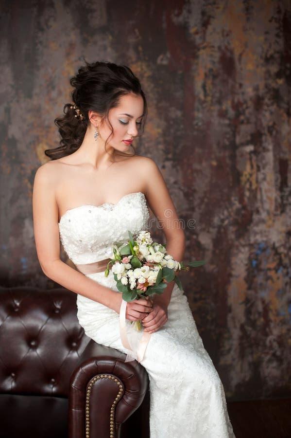 华美的秀丽年轻新娘画象 库存图片