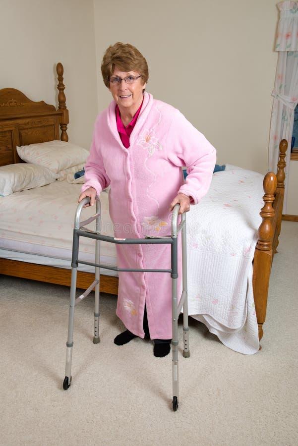 协助的生存老人院老人妇女 免版税库存照片