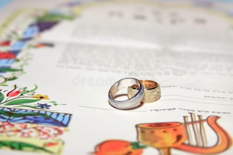 协议犹太ketubah婚礼前的婚礼 免版税库存照片