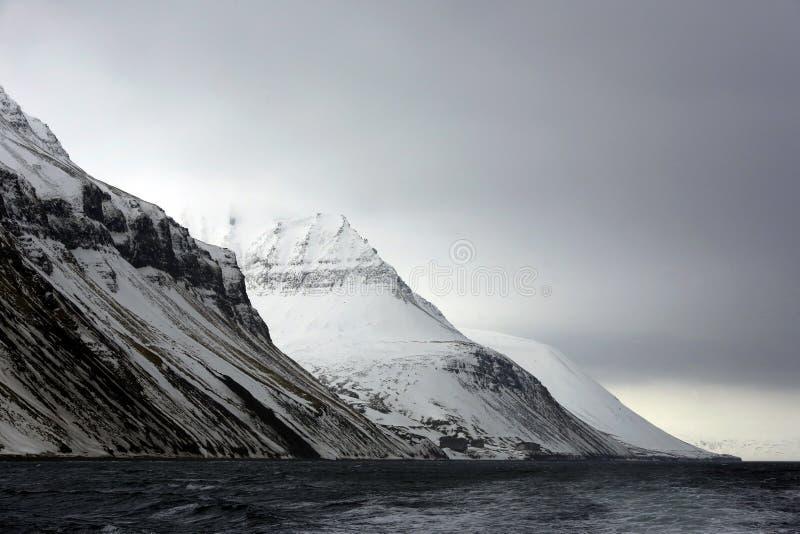卑尔根群岛海岸 免版税库存照片