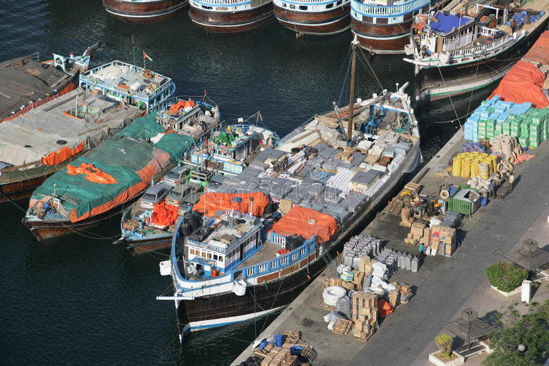 单桅三角帆船贩卖 免版税库存图片