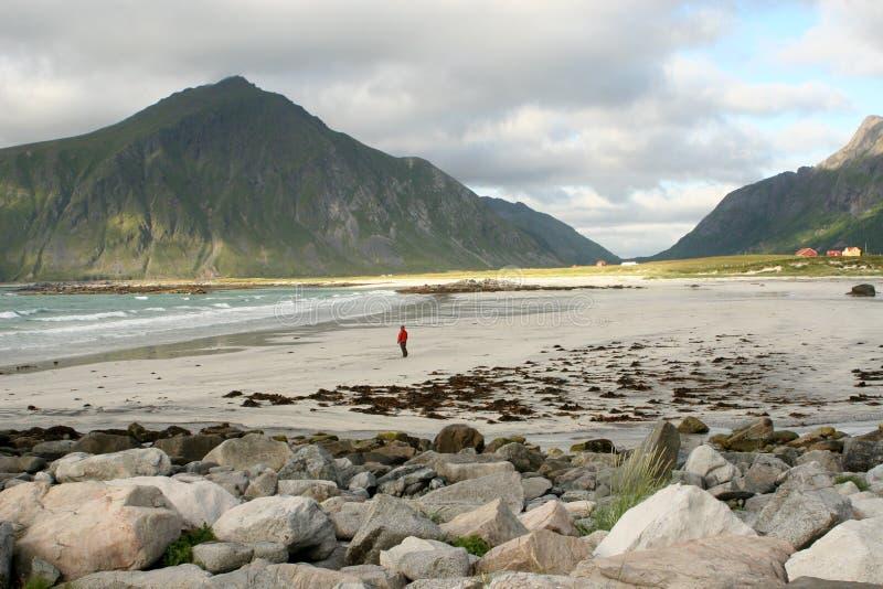 Download 单独偏僻的人行星 库存照片. 图片 包括有 海洋, 石头, 云彩, 岩石, 放松, 沙子, 挪威, 纯度, 影子 - 184874