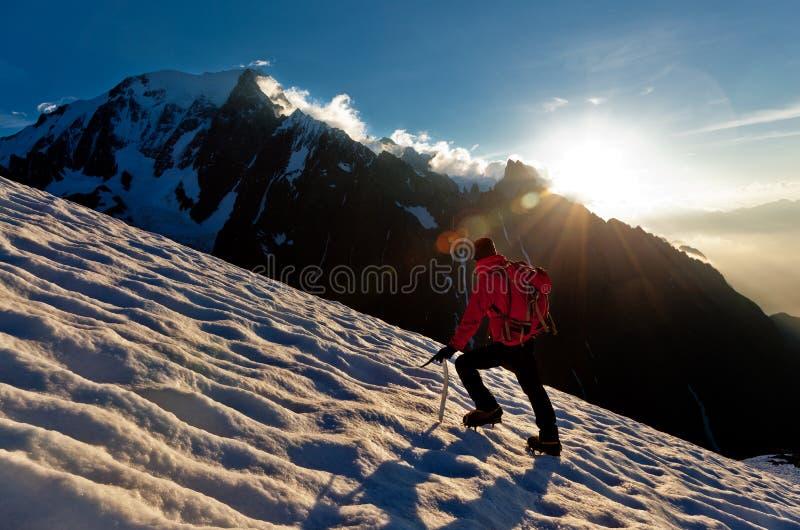 单独冰川登山家 免版税库存照片