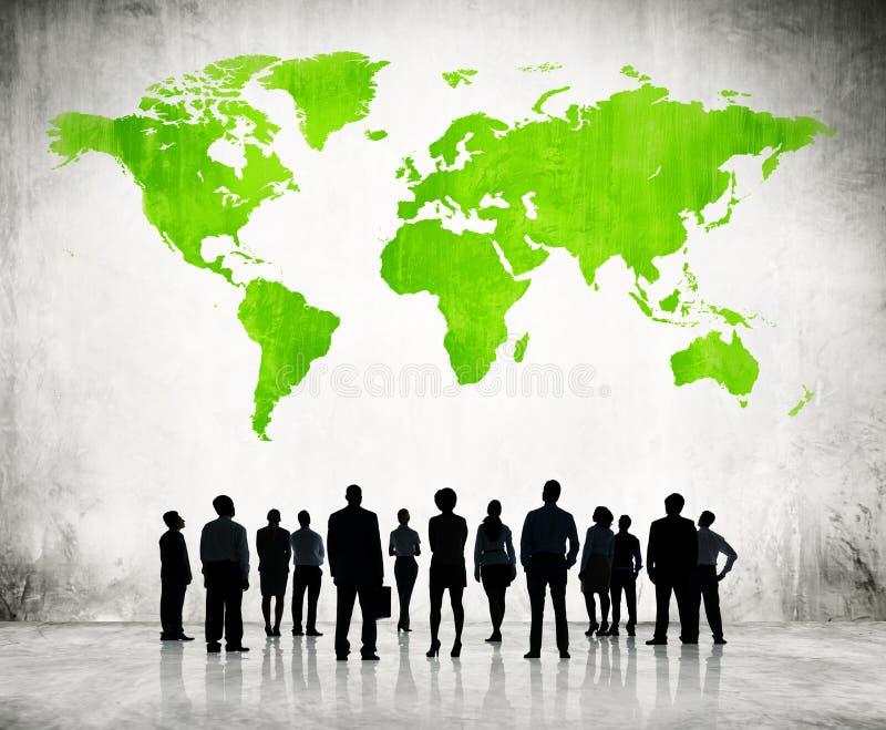 单独地站立的商人和绿色绘图 向量例证