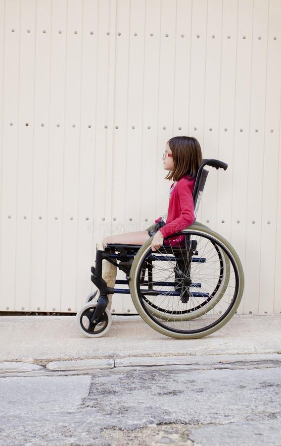 单独孩子轮椅的 库存图片