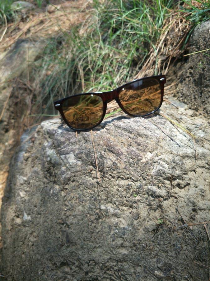 单独石头在太阳光 库存图片