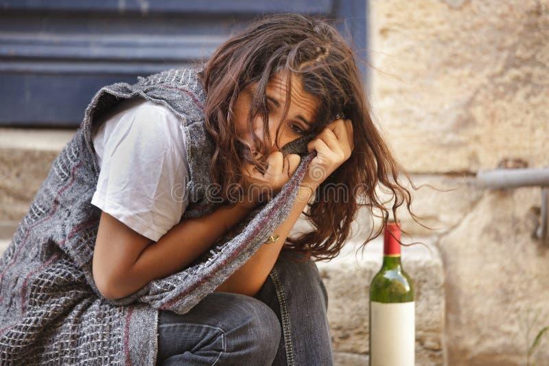 单独被喝的女孩 免版税库存照片