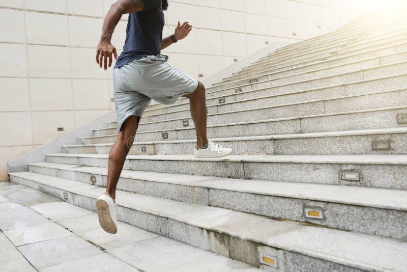 单独跑的运动员 图库摄影