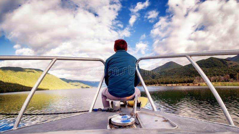 单独集中的年轻人放松选址在小船认为和 免版税库存照片