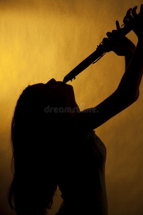 单簧管少年球员的剪影 库存照片