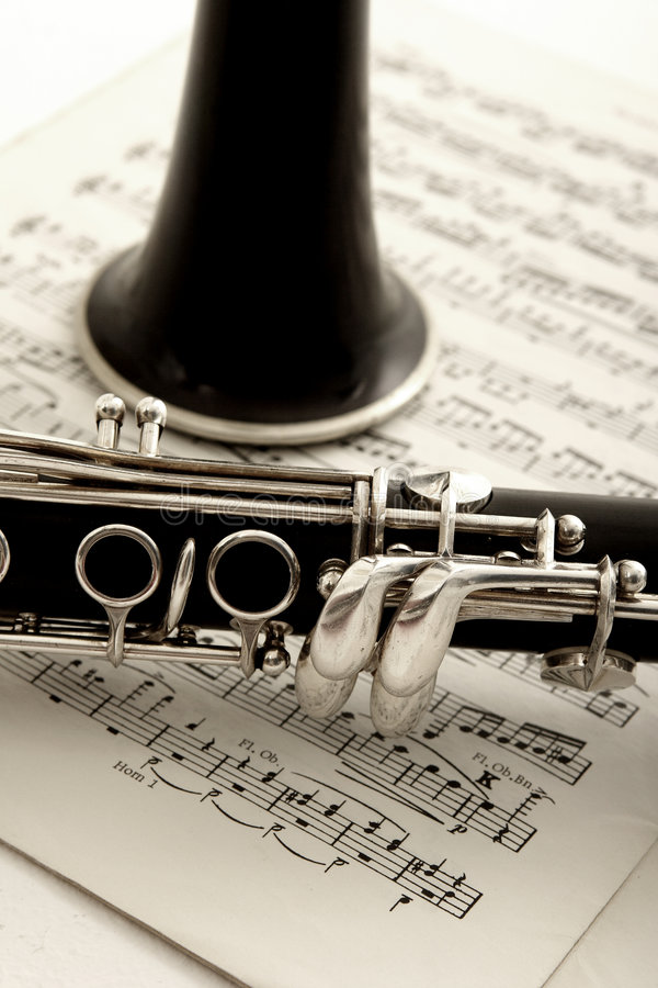 单簧管音乐纸张 免版税库存照片